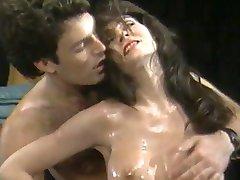 Busty Maadlus Babes (1986)