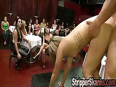 Knullade På Scen Genom Att Strippa