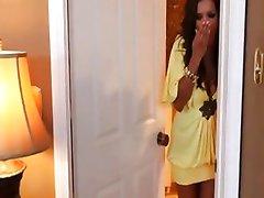 Latina Sexy se folla al hijo del amigo