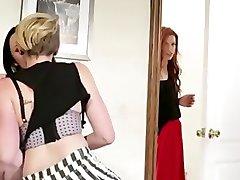 LESBIENNES EXCLUSIF - Miley Cyrus Séduit Une Femme