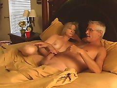 Mari et Femme baise leur Baby-Sitter