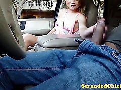 Punto de encuentro de aficionados dando mamada para conductor