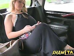 Londoni boobsie Ashley on tõesti naughty