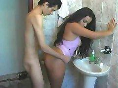Latina keppis vannituba, enne läheb tööle