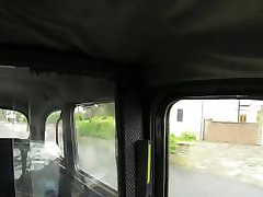 Loira peituda mulher polícia fodida no táxi