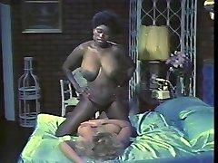 Ebony Ayes et Samantha Forte baisers