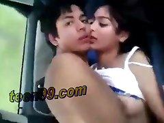 Casal de mumbai, índia gozando no carro sexo - teen99