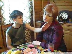 Мамочка устала и сын приласкал