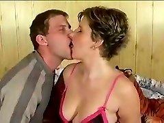 Grand amateur cum kiss