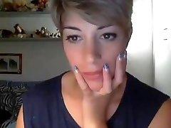 Very beautiful short hair girl WEBCAM
