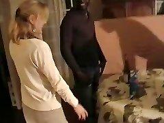 Bionda moglie francese gangbanged da tre uomini di colore. Maritino film