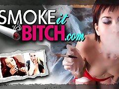 Classy milf in tacchi alti fumatori