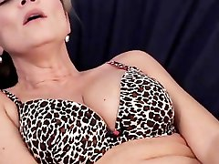 Horny mature mom inserting lubrificated