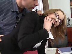 sekretær i ræva på bordet