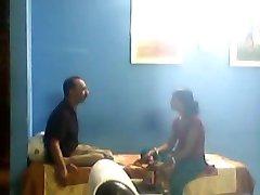 Uomo indiano cazzo del suo giovane sali in assenza di sua moglie