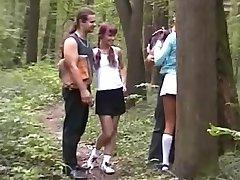 Russo Sesso di Gruppo nella Foresta