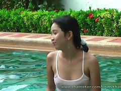 Lio, Mee ja Nueng mängima bassein