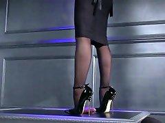 Bella Ama dando üro ShoeJob
