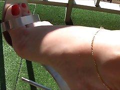 Seksikas jalad metallist kontsad 1