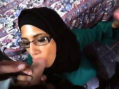 urmăriți acest tocilar arabe obtinerea sculele în fața ei!