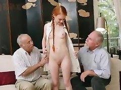 bătrânii cu tinerii redhair fata