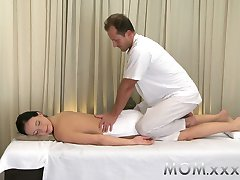 mama bruneta adolescent masaj din viata ei