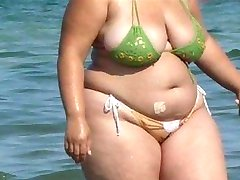 femeie durdulie bikini - sincer fund - plaja prada plimbareti spionaj fund
