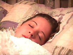 de dormit fata devine o gura lipite și mâinile legate