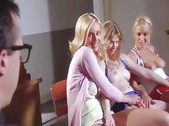 3 studente excitate sug profesorul lor dick