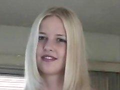 úžasná mladá blondýnka roztleskávačka pro starý randy