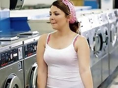 ExxxtraSmall - Petite Teen Prdeli v Prádelně