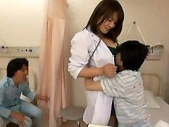 Zdravotní sestra a zlobivé kluky