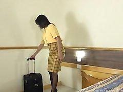 Letuška masturbuje v jejím hotelovém pokoji