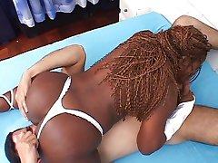 Ebony gets huge cumshot on her booty