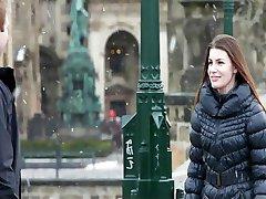 Česká krása vášnivě šuká její přítel
