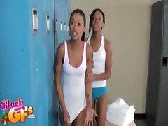 Černé dívky v lockerroom