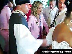 Poroka kurbe so prekleto v javne
