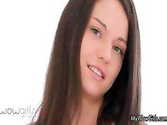 Roztomilé teen brunetka miluje sání part1