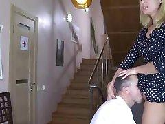 Zdravnik Dobi ji Polizala Muco, ki jih Bolnik s snahbrandy