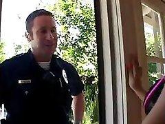 Julia Bond přináší policista v a šuká ho díky