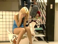 Mladá Anita Blond prdeli
