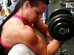 Svalové dívky, trénink v tělocvičně