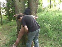 ברונטית חם חזיר קשור, זיינו ביער