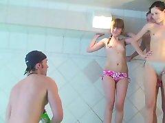 Teen college dilettanti ottenere tette fuori dalla spa