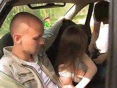 Pieprzyć w samochodzie