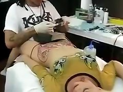 O orgasmo pela Tatuagem
