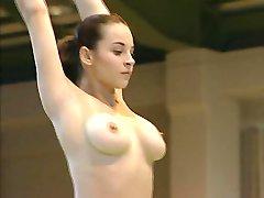 Nagie gimnastyczki Corina Унгуряну pełna wideo