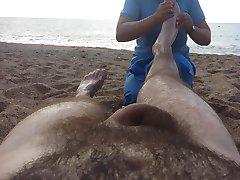 Masaż nago na plaży