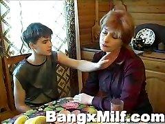 נוער בחור חם טעים אמא