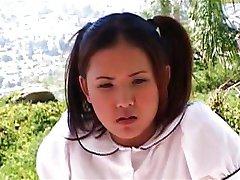الآسيوية في سن المراهقة سخيف الأسود الديوك في الهواء الطلق